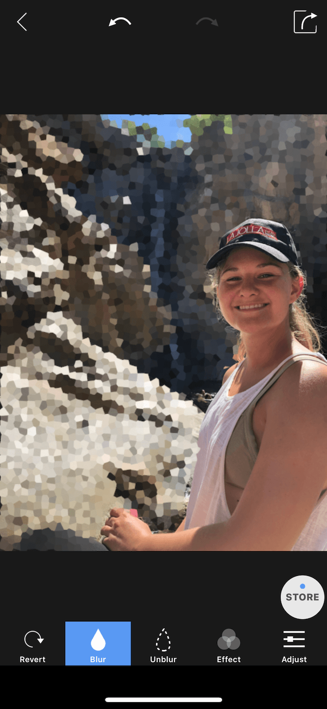 How to blur the background of a photo with an iPhone app