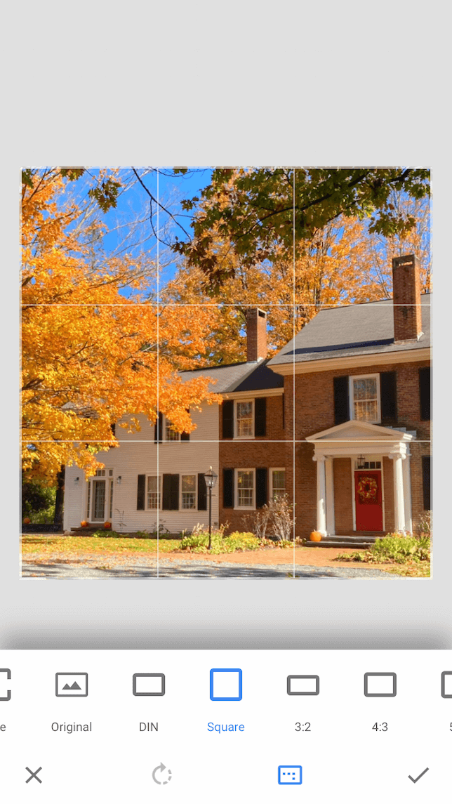 A screenshot showing how to crop photos in Snapseed