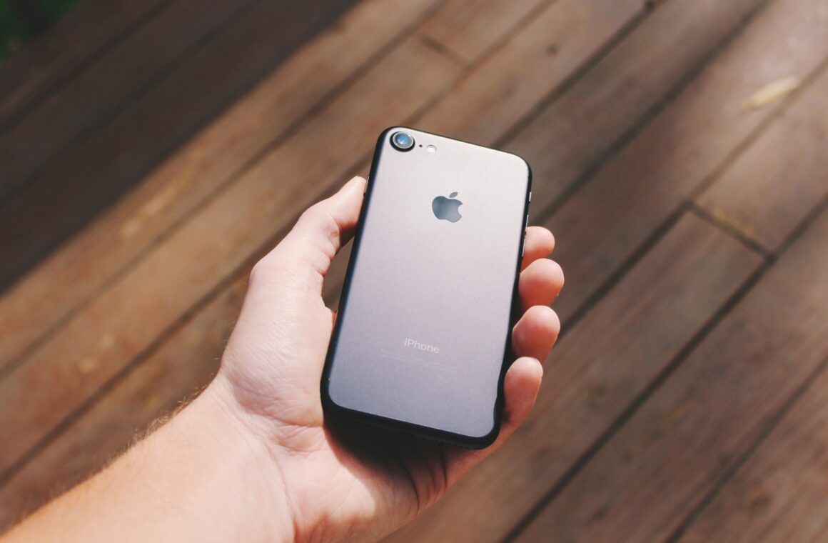 iPhone SE 2020 review: Is it worth buying for photography? Header image.